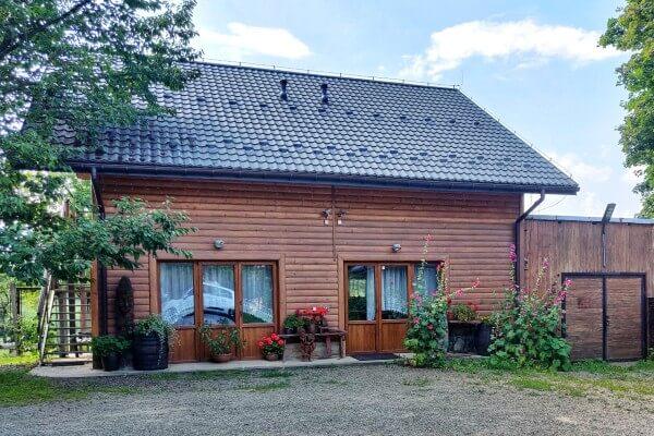 Nowy, drewniany dom na agroturystyce